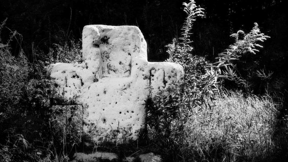 Weißes Kreuz im Forst Tennenlohe